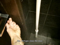 Встретил в туалете голубоглазую русскую шалаву и отымел в позе раком