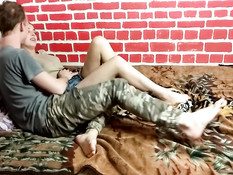 Рыжеволосая русская подружка наслаждается куни и трахается с парнем