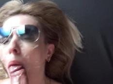 Пышногрудая украинская блондинка выдрочила сперму большими сиськами