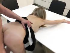 Сиськастая украинская блонда на кухне трахается со своим приятелем