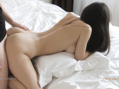Стройная девка с большими сисями оттрахана раком и заполнена спермой