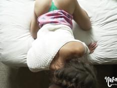 Очкастая девчонка с косичками делает минет и трахается в позе раком
