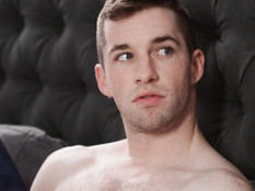 Негр отпердолил татуированного брутального гея на глазах у его парня
