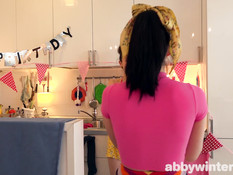 Две юные брюнетки лесбиянки отлизывают и трутся волосатыми письками