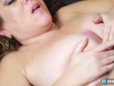 Молодой любовник отымел в позе раком пышную мамочку с большой грудью