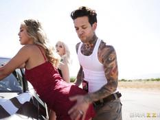 Татуированный парень отодрал кудрявую блондинку с большими сиськами