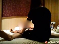 Секс турист отодрал на большой кровати молодую индонезийскую шлюшку