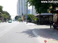 Турист отымел на кровати в волосатую киску рыжую вьетнамскую девушку