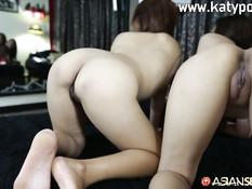 Две тайские девки сосут член и трахаются с европейским секс туристом