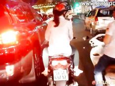 Европейский секс-турист трахает в волосатую пизду вьетнамскую девку