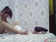 Снял на улице темноволосую вьетнамскую девку и оттрахал в гостинице