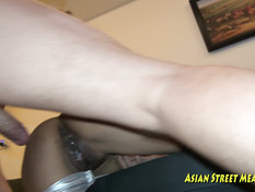 Приезжий мужчина отодрал в съёмной квартире молодую азиатскую шалаву
