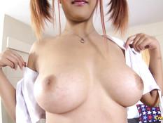 Пышногрудая тайская девушка с рыжими волосами ебётся с секс туристом