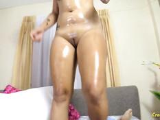 Пышногрудая тайская девка с тату и пирсингом ебётся с секс туристом
