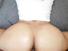 Кудрявая блондиночка с большими сиськами ебётся и выдрачивает сперму