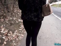 Мулаточка делает пикаперу минет в лесу и ебётся за деньги в квартире