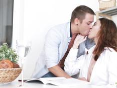 Сисястая рыжая русская девка отпердолена в анал и забрызгана спермой