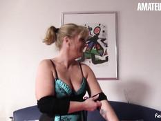 Две сиськастые немецкие домохозяйки занялись свинг сексом с мужчиной