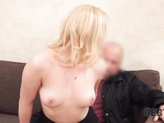Он выследил кудрявую русскую блондинку и отымел в счёт оплаты долга