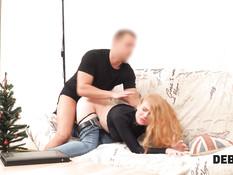 Молодая русская блондинка с большими титьками оплачивает долг сексом