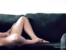Жаждущая секса грудастая блондинка пытается возбудить своего парня