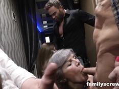 Три любительницы группового секса пришли с мужиками в клуб свингеров