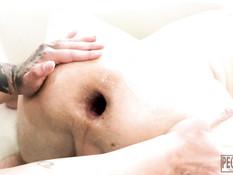 Татуированная пышногрудая госпожа отпердолила раба большим страпоном