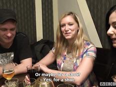 Две сиськастые девушки в подсобке занимаются свинг сексом с парнями