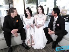 Две юные невесты перед свадьбой занялись групповым сексом с женихами
