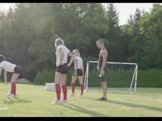 Три молодые русские футболистки отсосали и затрахали тренера на поле