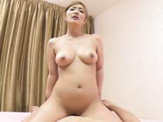 Красивая японская блондинка с большими сисями оттрахала счастливчика