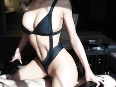 Блондинка с пирсингом отымела бойфренда и выдрочила сперму на бедро
