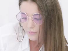 Молодой очкарик репетитор отымел русскую студентку с русыми волосами