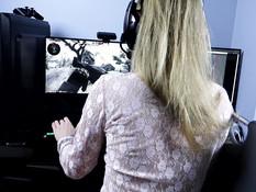 Он поставил раком увлечённую игрой русскую геймершу и отымел в киску