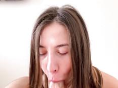 Отымел сисястую русскую красотку в киску и забрызгал спермой её попу