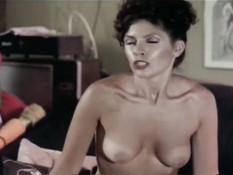 Две развратные дамы делают минет и занимаются сексом с сонным парнем