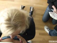 Свинг групповуха двух парней с грудастой блондинкой и худой шатенкой