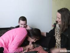 Две молодые пары пришли в квартиру и занялись страстным свинг сексом