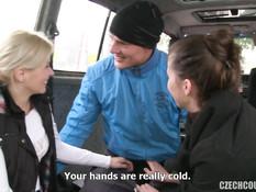 Две молодые свинг пары занимаются групповым сексом в микроавтобусе
