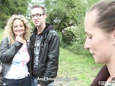 Сисястая блондинка и худая шатенка занимались свинг сексом с парнями