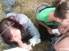 Пожилая семейная пара в парке занялась свинг сексом с молодой парой