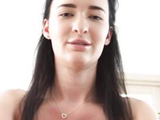 Юная русская брюнетка оттрахана в киску и анус и забрызгана спермой