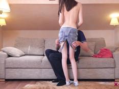 Безгрудая русская девчонка с худой фигурой оттрахана в бритую письку