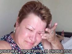 Молодая русская блондинка игроманка сосёт член и проглатывает сперму