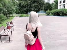 Милая русская студентка со светлыми волосами сделала глубокий минет