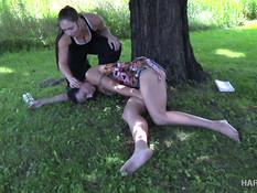 Злопамятная молодая госпожа связала опоенную девку и выпорола плетью
