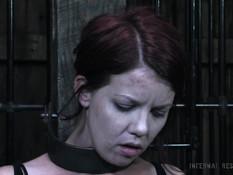Строгий господин связал рыжую девку и отъебал в сарае в бритую пизду