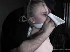 Небритый мужчина отшлёпал и отодрал вибратором связанную секс рабыню