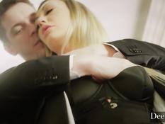 Жёсткий анальный секс и семяизвержение в анус светловолосой студентки