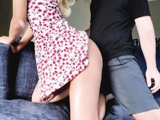 Бойфренд отымел красивую молодую блондинку в киску и кончил на живот
